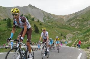 Il gruppo tirato Alex Domont per  Romain Bardet e Jean Cristophe Peraud dell'Ag2r la Mondiale