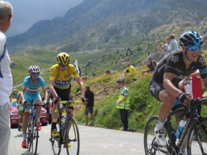 Richie porte guida il gruppetto con Chris Froome, Vincenzo Nibali e Alberto Contador